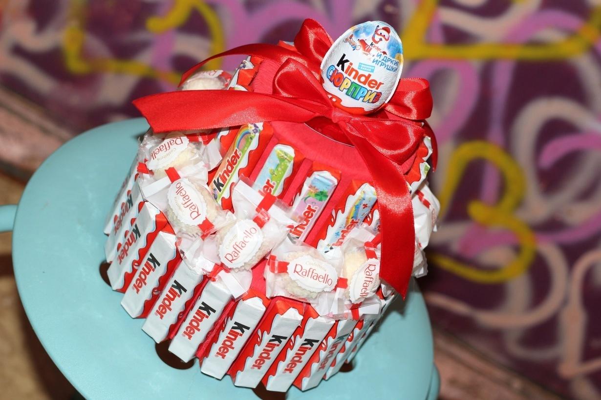 Торт из киндеров и шоколадок своими руками