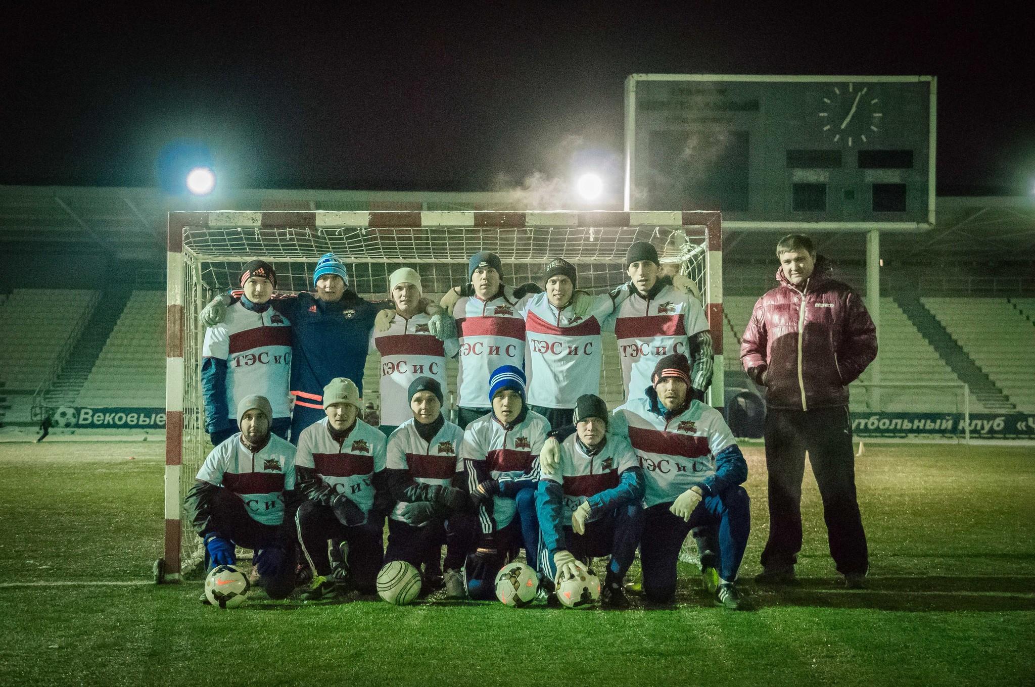 Поздравляем молодых футболистов