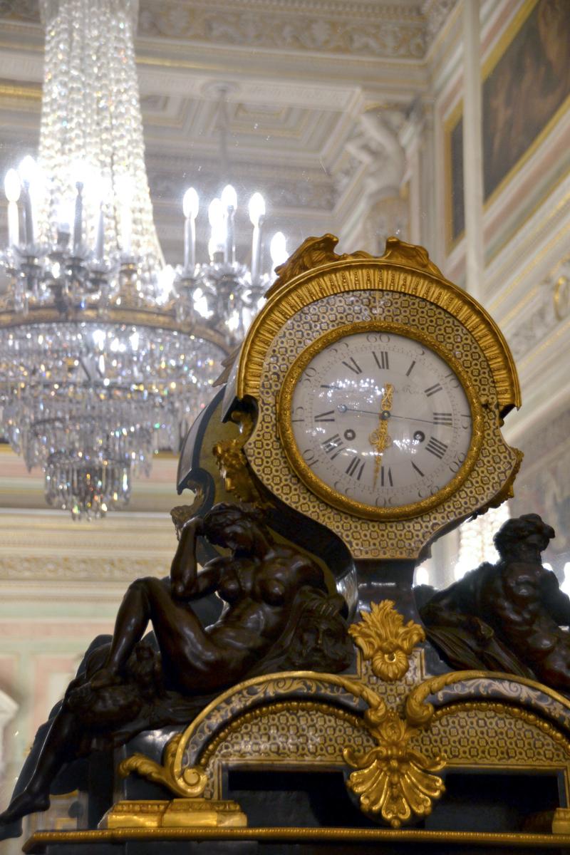 6. Каминные часы.